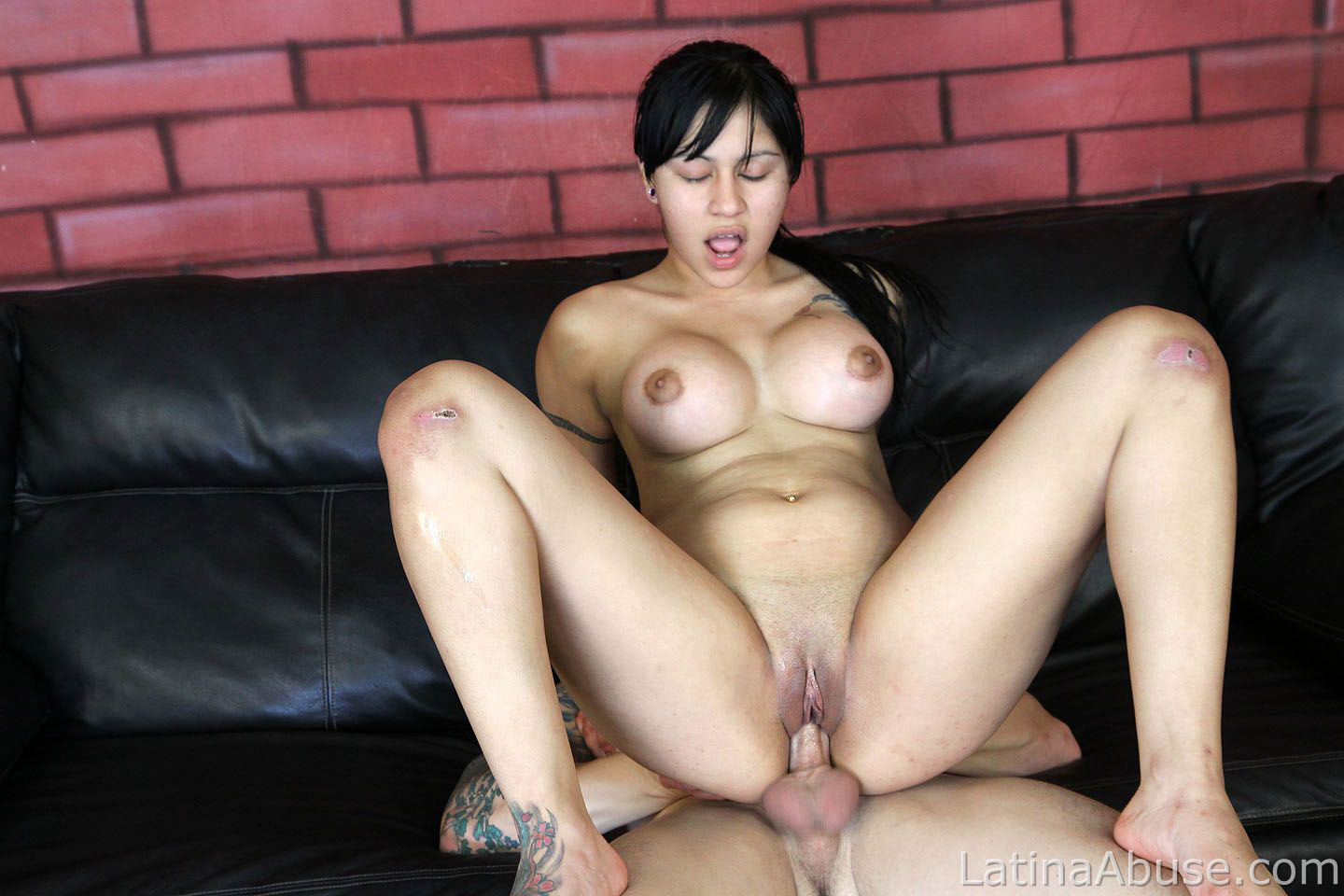 amelia latina facial - Latina abuse